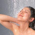 髪を洗う頻度ってどれぐらいがいいのかな?シャンプーのやりすぎは薄毛の原因?