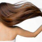 秋は抜け毛が増える!ロングヘアの正しいヘアケアの方法