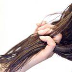 髪がべたつく原因は?オイリーヘア改善で美髪をキープしよう
