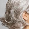 白髪染め、やめるタイミングは?